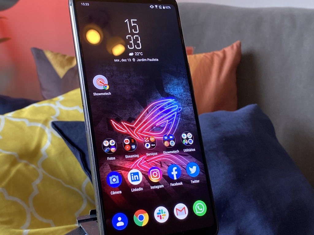 O display do rog phone 2 tem 120hz e 1ms de tempo de resposta