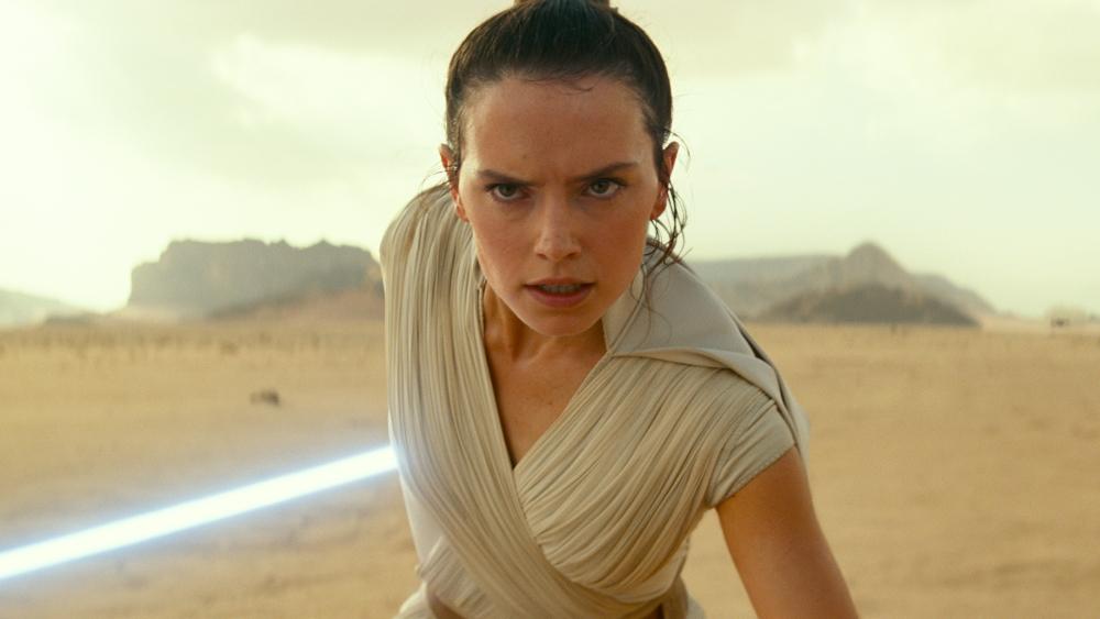 Muitos críticos de cinema reportaram que o novo Star Wars faz uma homenagem aos longas anteriores