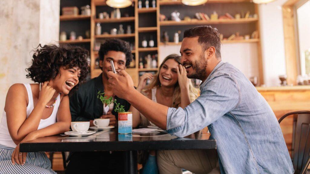 Uma conexão Wi-Fi em um lugar desconhecido pode armazenar dados sem seu consentimento assim que você acessa a internet