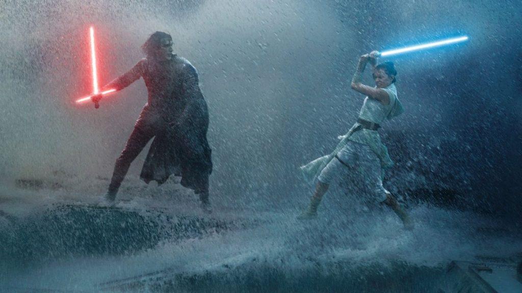 Dupla de protagonistas, kylo e rey em combate na nova trilogia de star wars pela disney