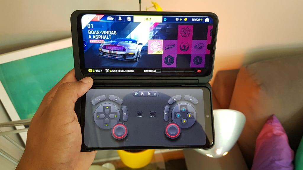 Fazer do dual screen um gamepad é um dos melhores recursos, já que a latência não é tão alta