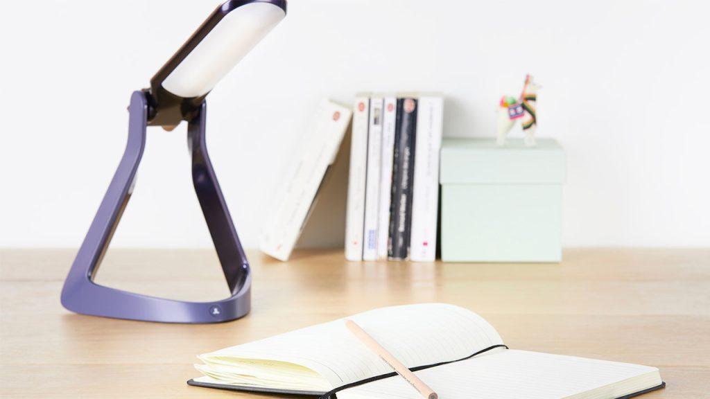 Luminária lexilight é projetada para ajudar pessoas com dislexia (reprodução: lexilife)