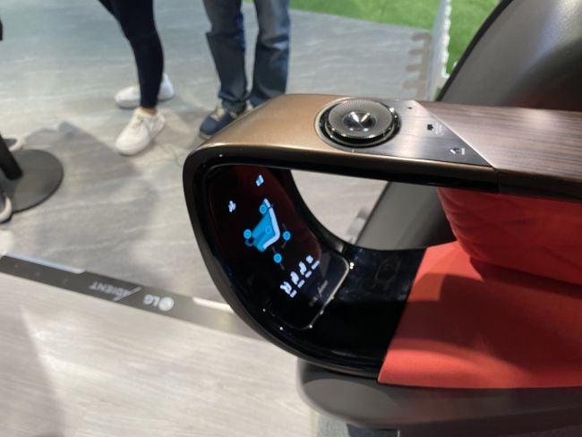 Protótipo de como será o controle dos assentos do carro autônomo da lg (foto: future)