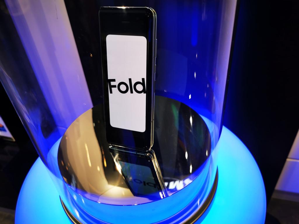 Após os problemas, o galaxy fold foi bem recebido pelo público (foto: deposit photos)