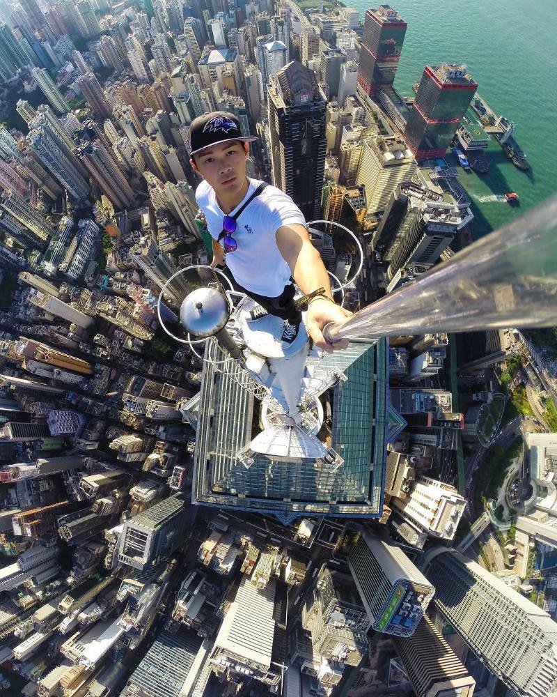 Selfie no arranha-céu, em hong kong