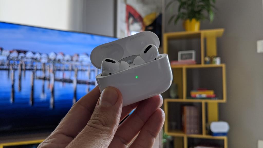 Estojo de carregamento é pequeno tem um LED