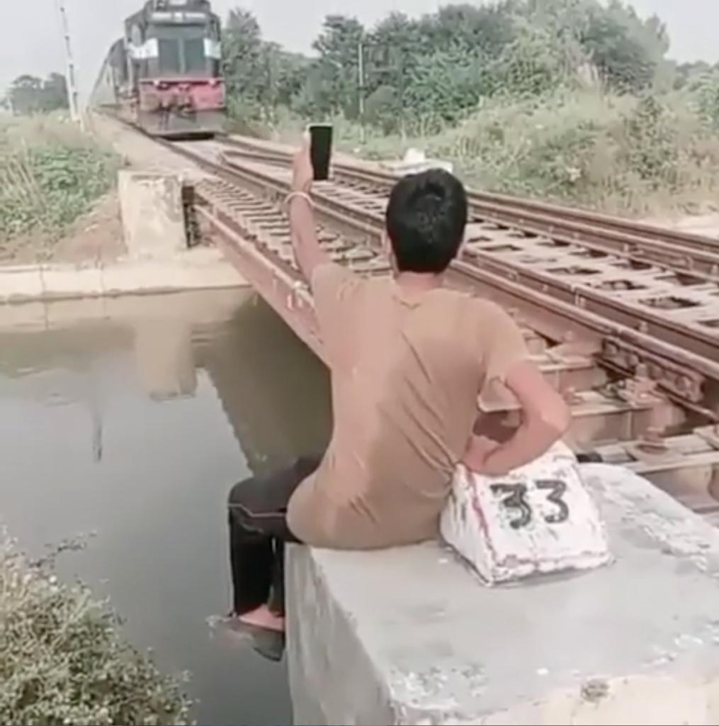 Selfie perto do trem