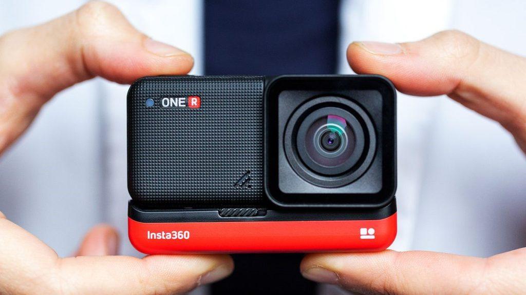Insta360 one r é uma câmera 3 em 1 compacta para ser usada em todas as ocasiões (reprodução: the verge)