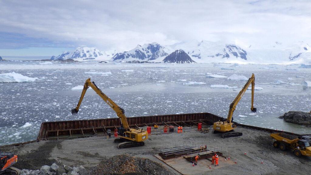Rothera wharf, na antártica, que estreia em 2020
