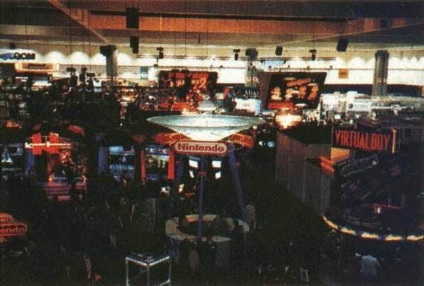A primeira edição da e3 coincidiu com o lançamento da até então nova geração de videogames, mostrando consoles como o sega saturn, playstation e o ultra64, protótipo do nintendo 64 (foto: reprodução)