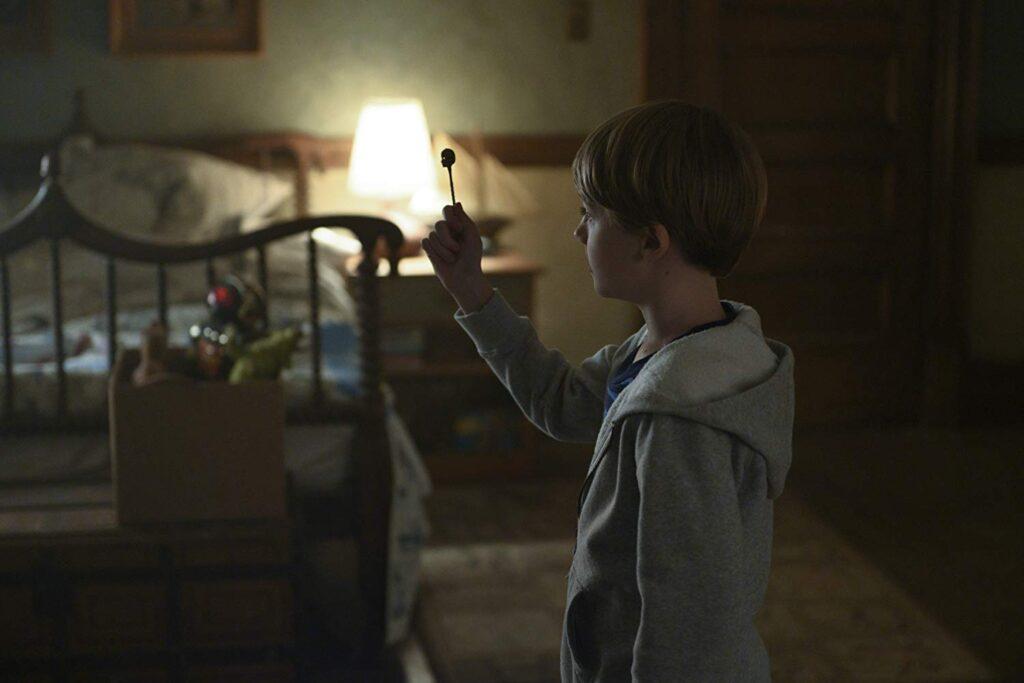 A chave em formato de cabeça proporciona cenas muito interessantes durante toda a série.