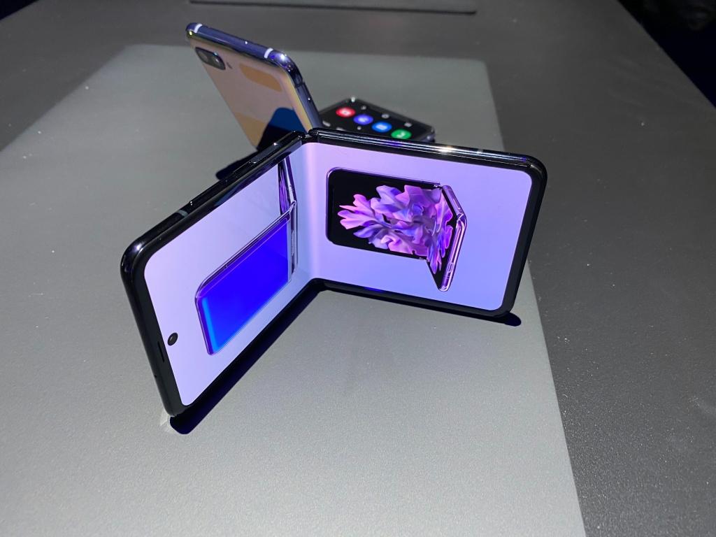 Galaxy Z Flip dobrado (Foto: The Verge)