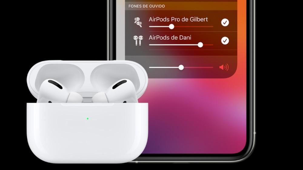 Imagem montada com tela de celular à direita mostrando o controle de volume de dois Airpods