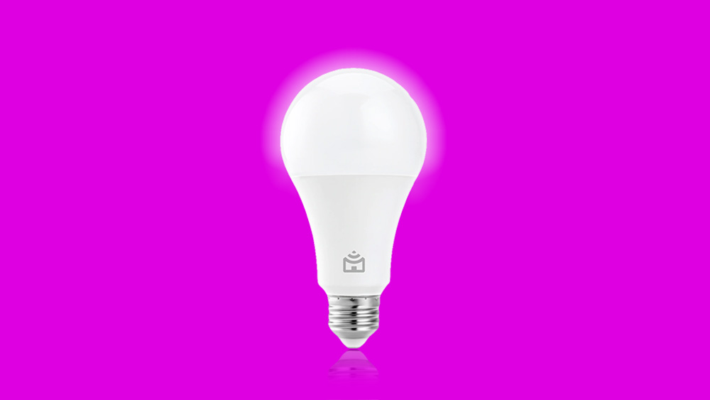 Arte da lâmpada LED inteligente Smart Lâmpada Wi-Fi da Positivo sobre um fundo vinho