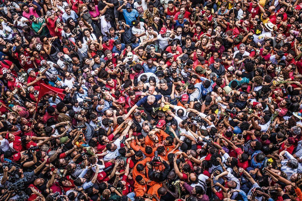 """Oscar 2020: """"democracia em vertigem"""" pode ganhar melhor documentário?. O documentário """"democracia em vertigem"""", da netflix, é o concorrente brasileiro na premiação de hollywood. Mas o longa tem chances de ganhar?"""