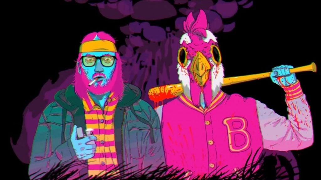 Nessa imagem, dois homens aparecem lado a lado. À esquerda, um tem cigarro na boca e segura um isqueiro. À direita, outro está com uma fantasia de galo na cabeça e segura um bastão de baseball ensanguentado