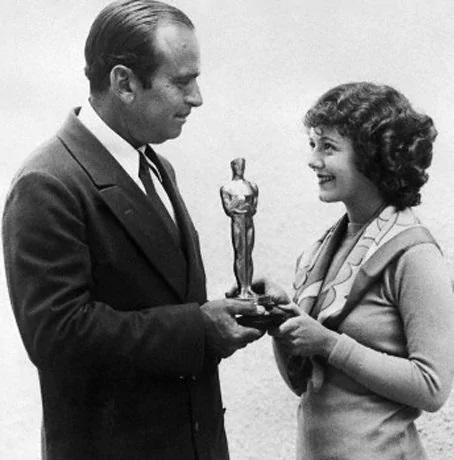Janet Gaynor recebendo o Oscar de Melhor Atriz na primeira edição da premiação.