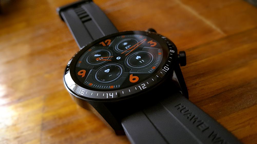 Gt 2 detalhe relógio