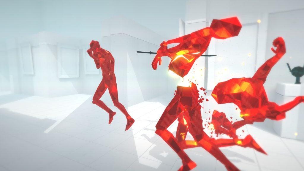 Imagem do jogo Superhot com bonecos coloridos em uma luta