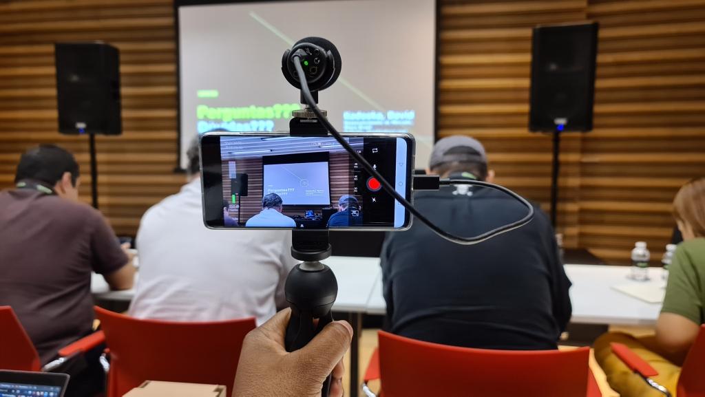Demonstração de filmagem com o microfone