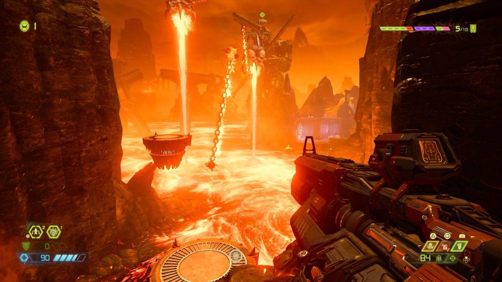 Arma apontada para um mar de lava, com plataformas acima e correntes de fogo giratórias.