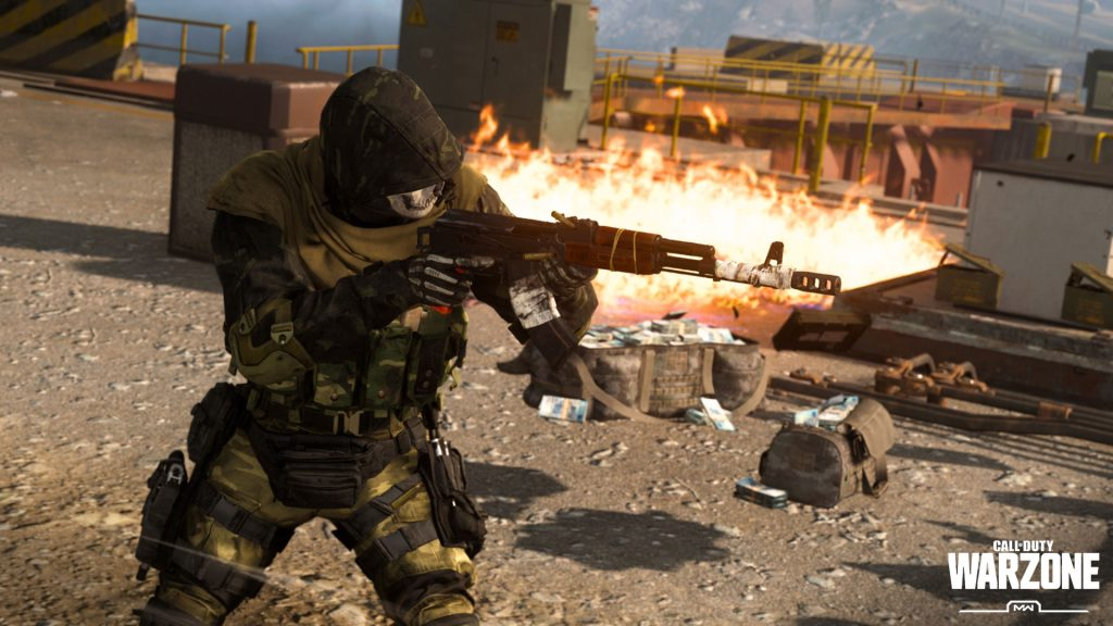 Warzone, режим сбора средств для разграбления, с денежными мешками и кучками на земле, где игрок находится в споре