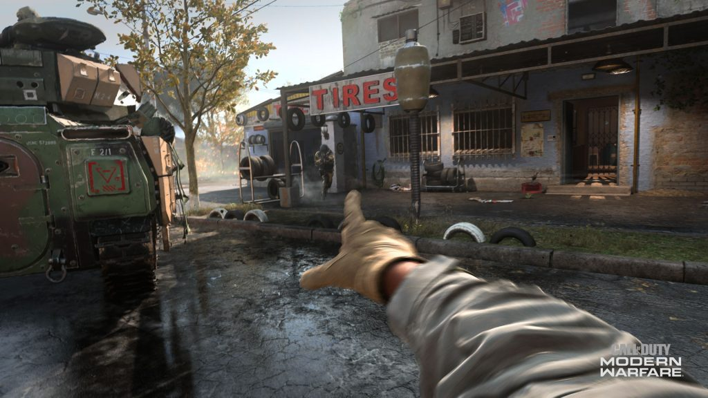 Modern warfare, jogador aponta para loja de pneus com letreiro tires à frente