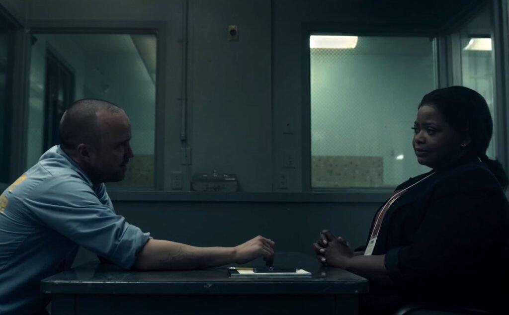 Cena da série Truth Be told com Octavia Spencer e Aaron Paul, em cenário de prisão