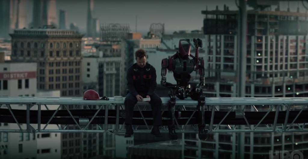 """Aaron Paul em """"Westworld"""", ao lado do robô George."""