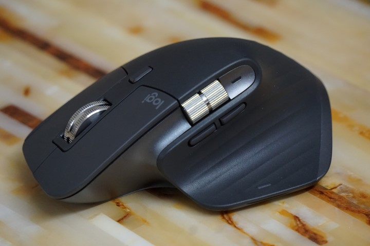 Mouse Logitech MX Master 3 de lado