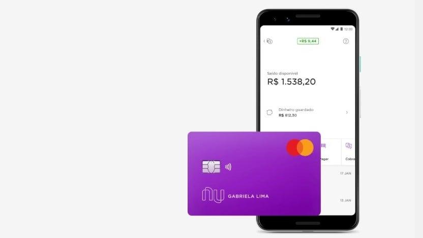Screenshot do app e cartão do nubank.