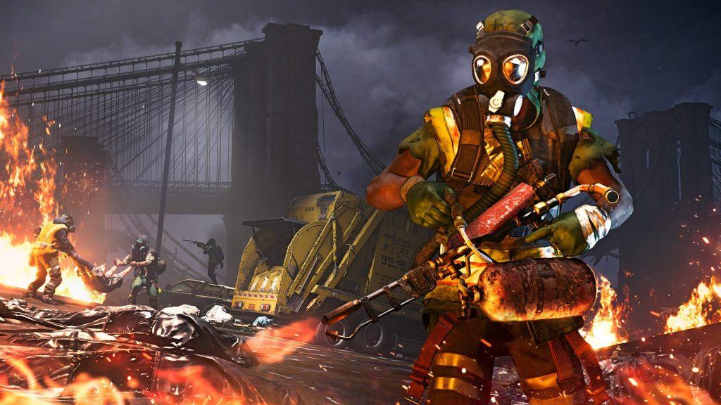 Soldado utilizando um lança-chamas para queimar corpos
