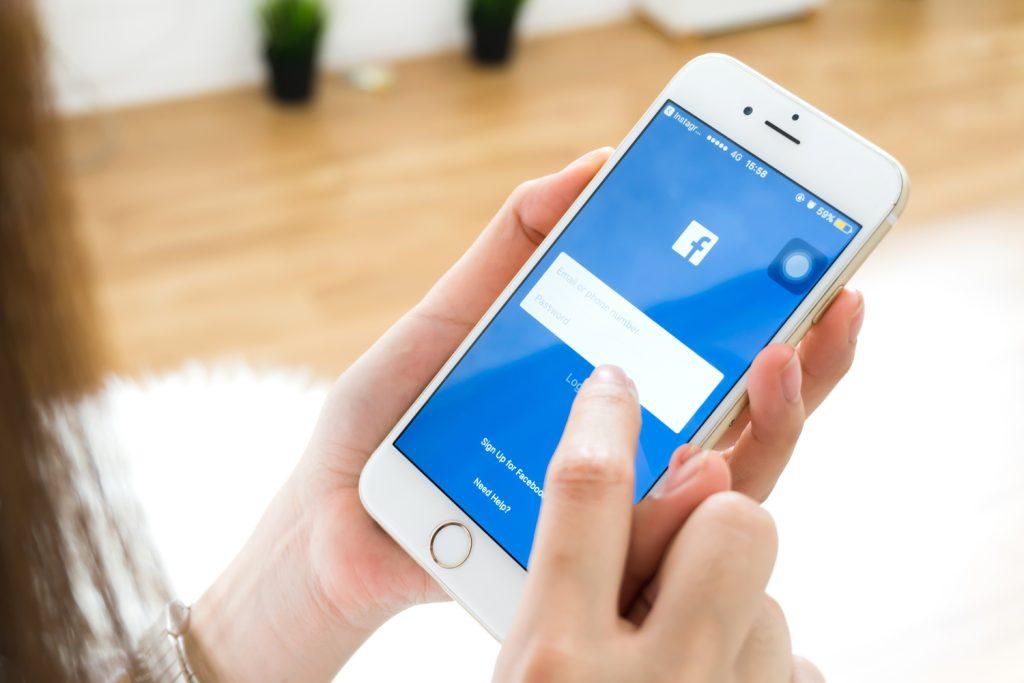 O Facebook é outro app que consome bastante memória do smartphone graças a funções que operam em segundo plano (Imagem: Reprodução/mLabs)