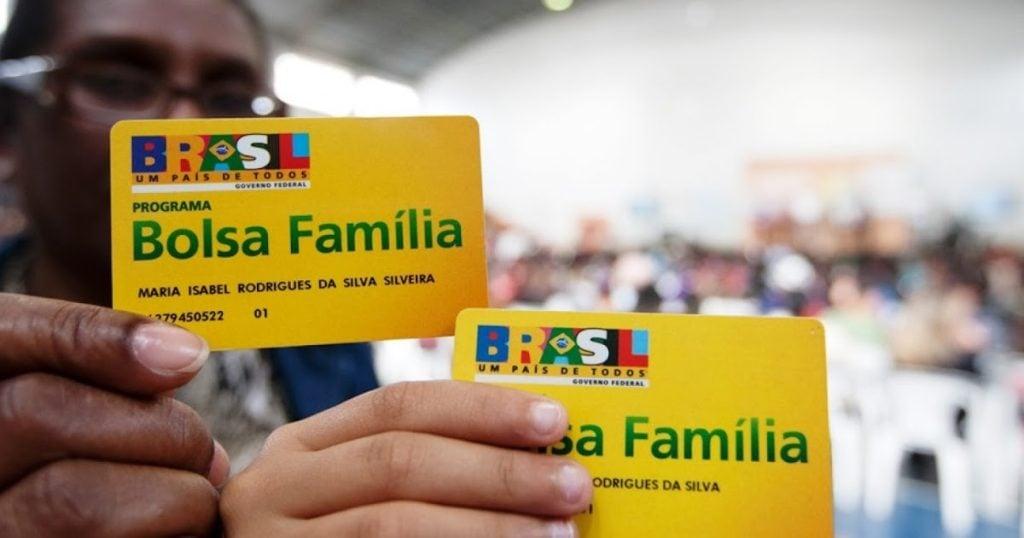 Cartão do bolsa família que libera o acesso à renda básica do governo