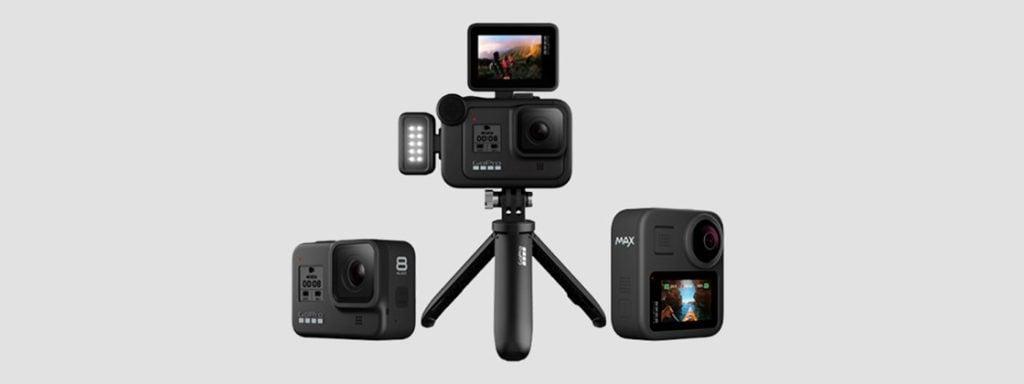A GoPro HERO8 Black  frente à um fundo branco