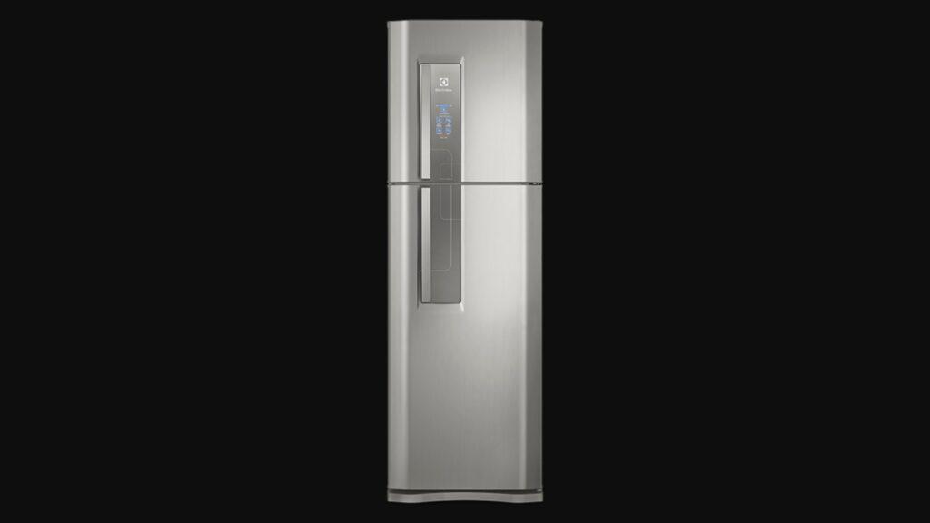 Parte da frente da geladeira duplex da electrolux