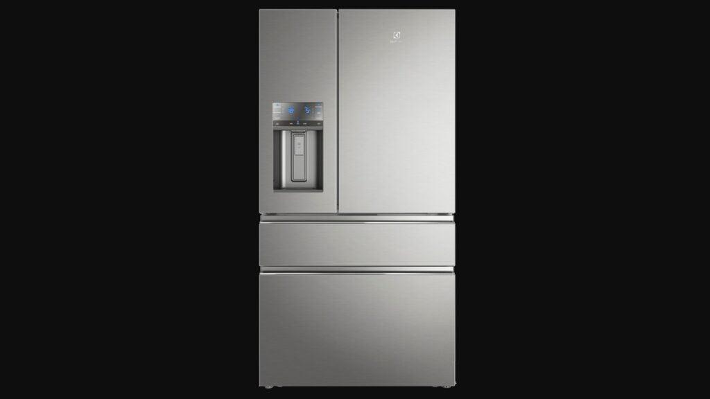 Parte da frente da geladeira french door da electrolux