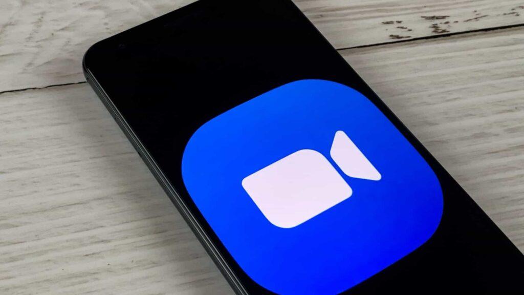 App Zoom aberto num smartphone