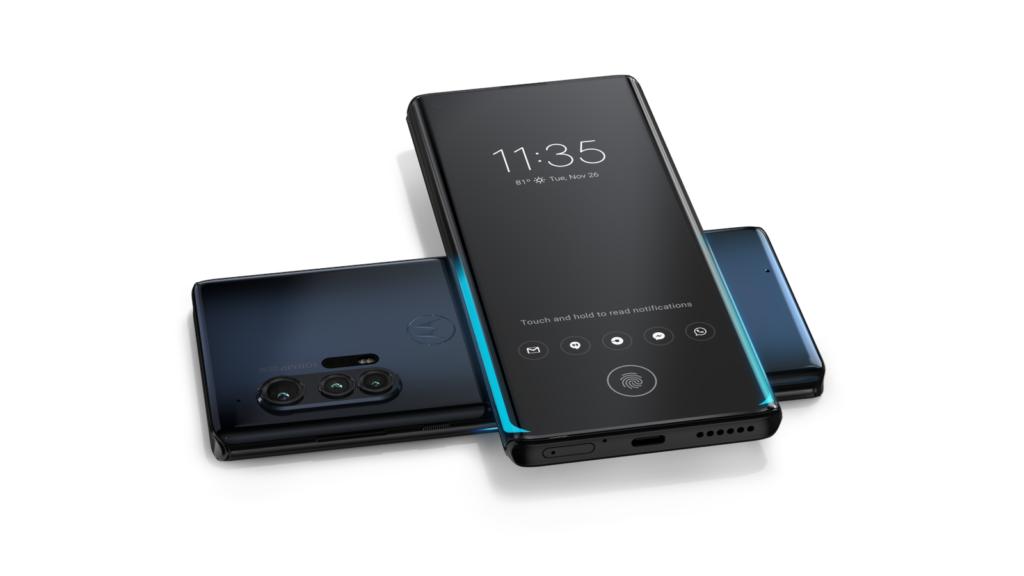 Smartphones Motorola Edge+ compartilhando bateria