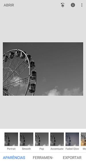 Snapseed, aplicativo no android, com três telas: duas edições de uma montanha-russa (colorida e preto e branca) e uma edição de saturação em uma imagem do pôr do sol