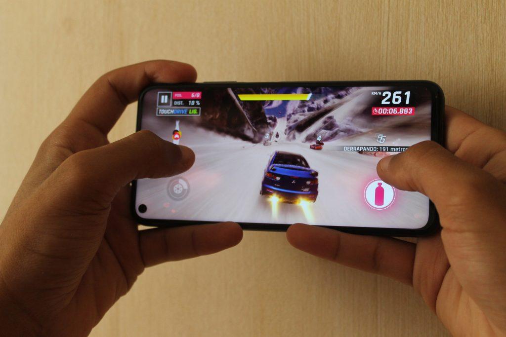 Jogo de carro no Huawei nova 5T