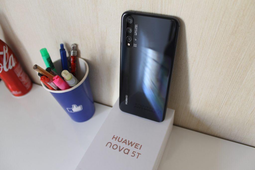 Parte traseira do Huawei nova 5T