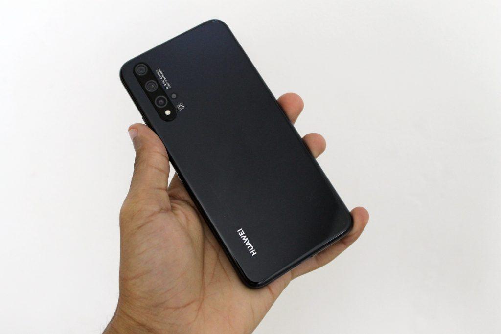 Parte traseira do Huawei nova 5T (Imagem: Darlan Helder/Showmetech)