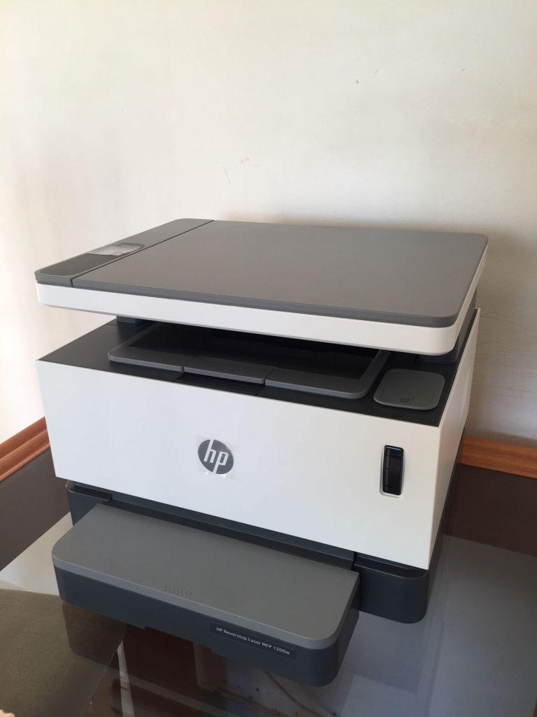 HP Laser Neverstop 1200W com a tampa fechada