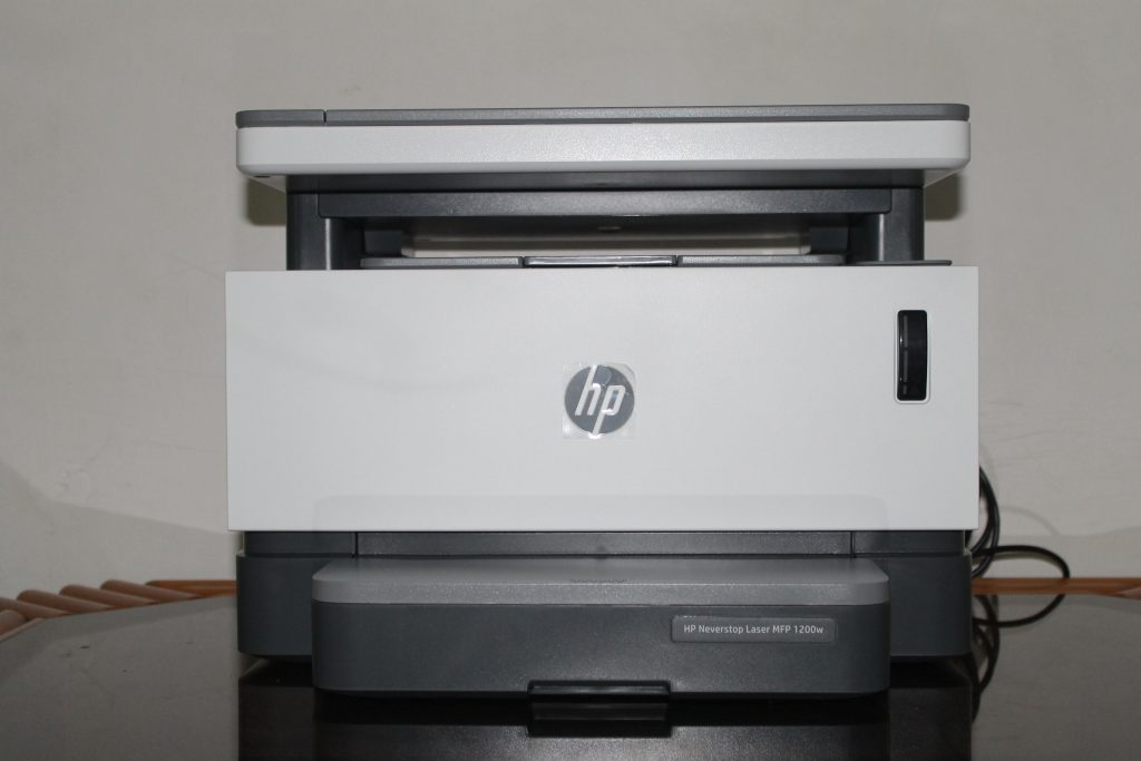 Parte frontal da HP Laser Neverstop 1200W (Imagem: Darlan Helder /Showmetech)