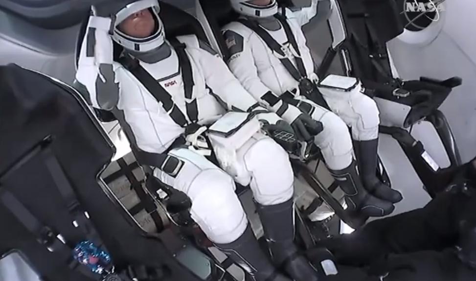 Astronautas da NASA na Crew Dragon