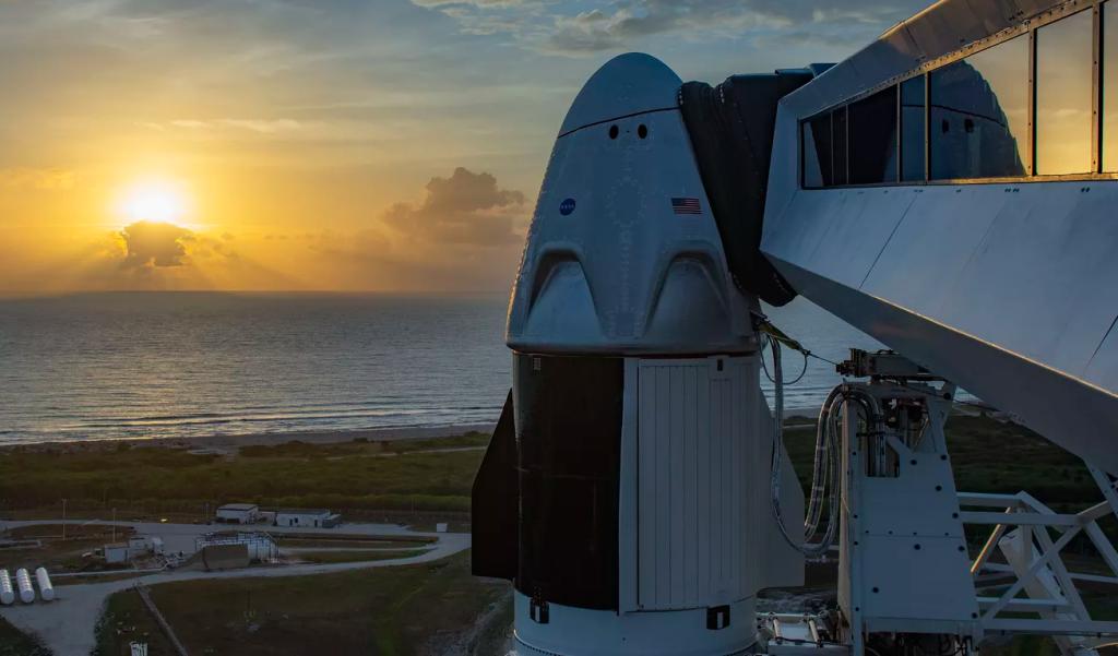 Foguete Falcon 9 e cápsula Crew Dragon da SpaceX