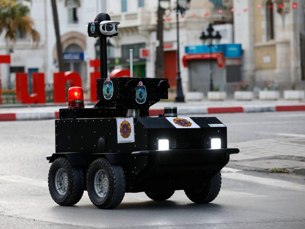Um dos robôs P-Guard da Enova Robotics