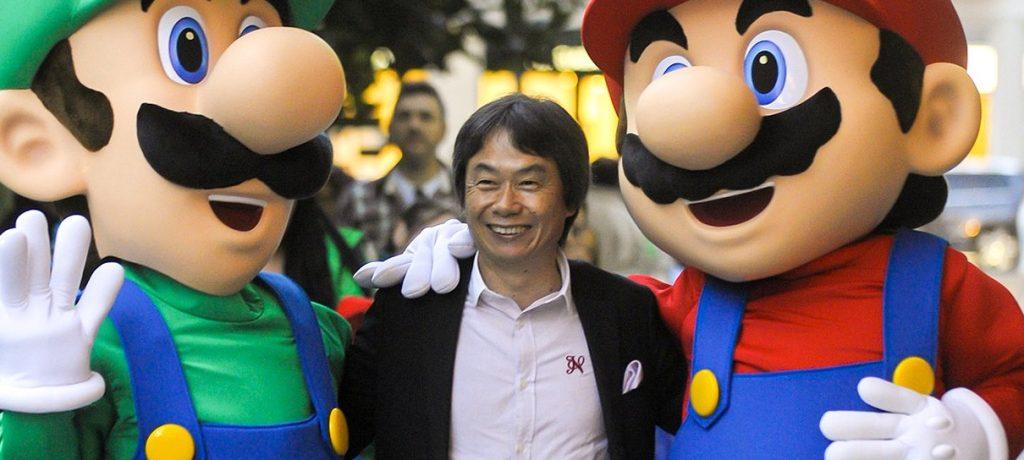 Shigeru sorri com mario e luigi