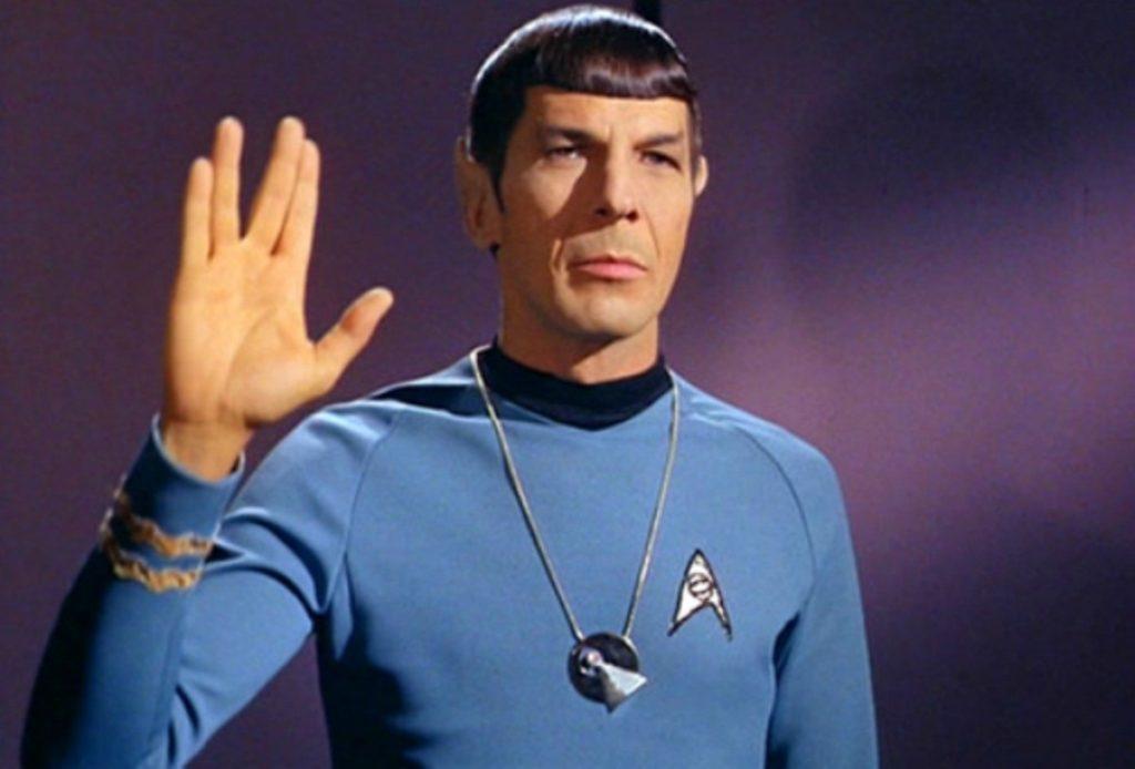 Spock faz sinal volcano